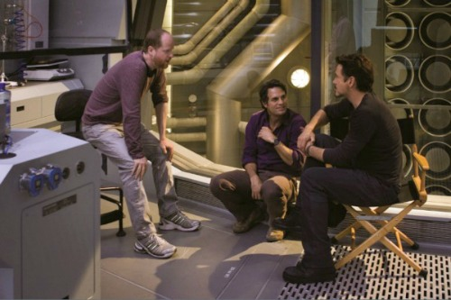 Joss-Whedon-Mark-Ruffalo-and-Robert-Downey-Jr-on-the-set-of-The-Avengers-2012-Movie-Image-600x400