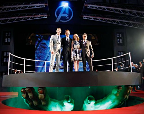 the-avengers-chris-hemsworth-tom-hiddleston-mark-ruffalo-scarlett-johansson-premiere-red-carpet-roma-4_mid