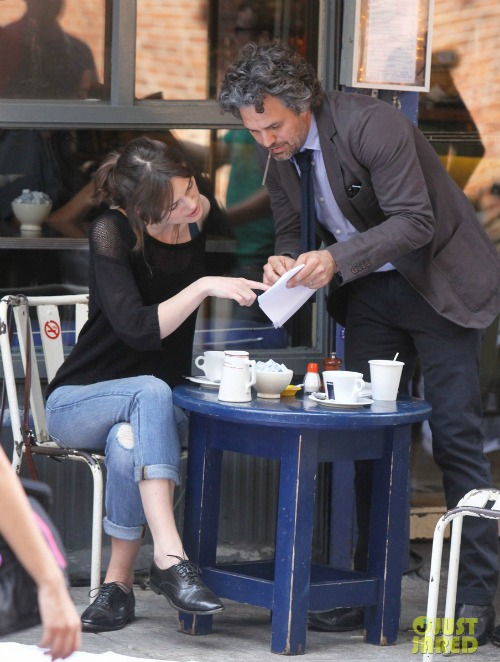 keira-knightley-mark-ruffalo-song-save-your-life-set-05