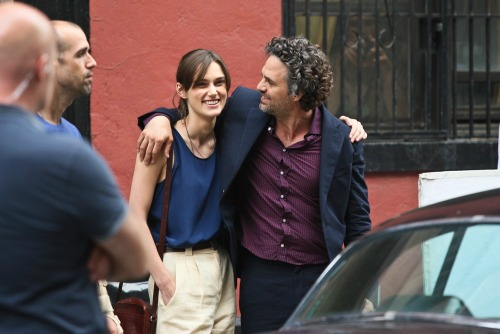 knightley-ruffalo-filming-can-a-song-save-your-life-10