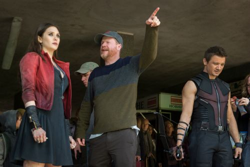 Marvel's Avengers: Age Of Ultron Elizabeth Olsen (Scarlet Witch/Wanda Maximoff), Director Joss Whedon, and Jeremy Renner (Hawkeye) on set. Ph: Jay Maidment ©Marvel 2015